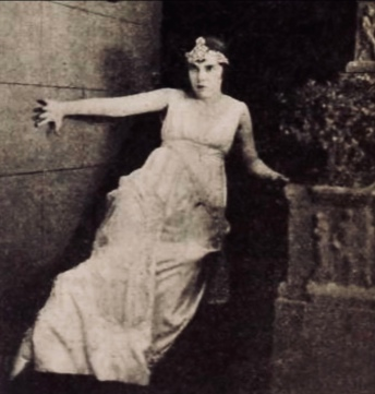 Frightened woman. actress Madge Kennedy, 1918, pub.still from the Danger Game. Goldwyn Pictures (USPD.pub.date, artist life/Commons.wikimedia.org)
