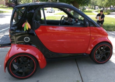 car.Side view of Smart Car, (Image Craig's List/japopnik)