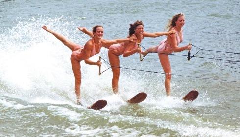 Women waterskiing, 2008 (Ted Van Pelt/Commons.wikimedia.org)