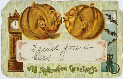 Two vintage pumpkins kissing.1908 HAlloween postcard. (USPD/Commons.wikimedia.org)