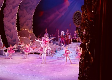 Ballet dancers, Houston Ballet Nutcracker (© image: copyrighted, no permissions granted, all rights reserved)