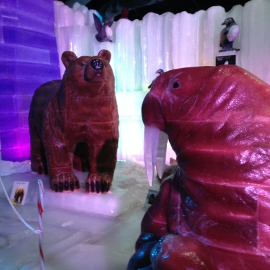 Walrus and bear ice sculptures © image: copyrighted, all rights reserved, no permissions granted)