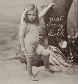Small grumpy girl. postcard, Powerhouse museum collection. Australia, USPD. pub.date, artist life/Commons.wikimedia.org)