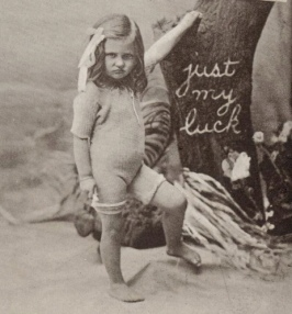 Small grumpy girl. postcard, Powerhouse museum collection. Australia, USPD. pub.date, artist life/Commons.wikimedia.org)