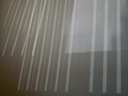 Straight shadow lines on wall like a grid or fence (© image: copyrighted, all rights reserved, NO permissions granted)