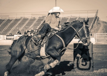 Woman cowgirl barrel racing. 2012 (image: micadew/FLickr/Commons.wikimedia.org)