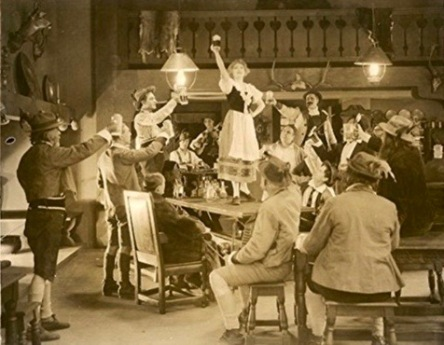 Crowd drinking in Swiss Alpine Inn. (1919. Metro Pictures/USPD.pub.date, artist life/Commons.wikimedia.org)
