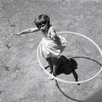 Barefoot girl twirling Hula hoop. (1958. Garrigues photo/BeenAroundAWhile/Commons.wikimedia.org)