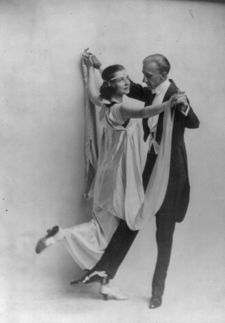 Elegant vintage couple dancing. ( 1913. Vernon and Irene Castle print./LoC/ USPD. pub.date, artist life, LoC/Commons.wikimedia.org)