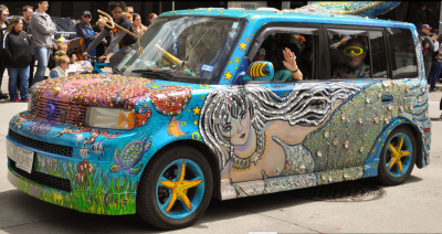 art car. Decorated with mermaid and sea scenes. Houston 2019 (Screenshot ABC/ch13 news)