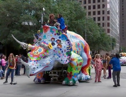 Art car. 2019 Houston Hippysaurous (Screenshot YouTube)