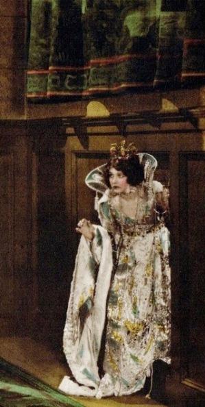 Queen hiding. (Lobby card.1920 Such a little Queen film./USPD.artist life, pub.date/Commons.wikimedia.org)