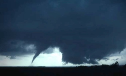Tornado and dark sky. 1977 LAkeview, TX (USPD.NOAA gov. photo/Commons.wikimedia.org)