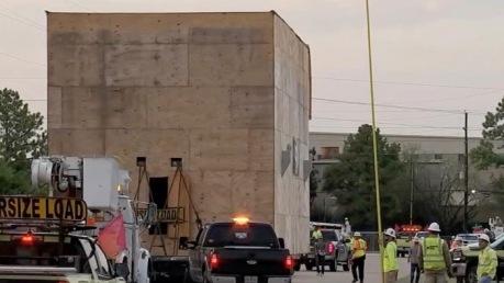 Large crates moving through Houston area (screenshot ABC13news Houston)