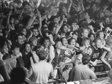 Girls screaming at a concert. 1984. ( Rob Bogaerts/Anefo.Dutch National Archives/Commons.wikimedia.org)