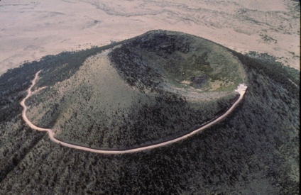 Volcano viewed from above. Capulin Volcano NAtrional Monument, NM. Over 1,000 feet tall. (USPD: Nat. Parks Service photo/COmmons.wikimedia.org)
