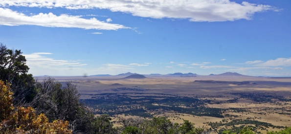 Volcano. View from rim of Capulin Volcano shows many of the near 100 volcanic peaks and lava capped mesa nearby. (Image by NealVickers/Commons.wikimedia.org)