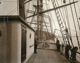 Deck of large sailing vessel 1904 (USPD, pub.date, artist life/Commons.wikimedia.org)