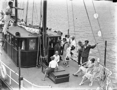 People on sailboat. 1929 (Hood collection, Australian Nat. MAritime Museum/USPD, pub.date, artist life/COmmons.wikimedia.org)