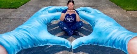 Chalk mural of Blue hands An artist on hand. (Screenshot ABC13news)