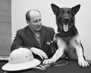 Worried German Shepherd and officer at a table with Pith Helmet. (Image from Dutch National Archives/Harry Pot/Commons.wikimedia.org)