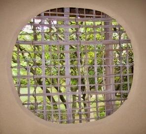 Bamboo window of adobe Joan tea House. (Chris 73/Commons.wikimedia.org)