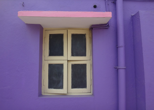 Window on purple house. (gausanchennai/Commons.wikimedia.org)