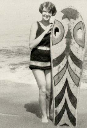 Woman with surf board. VIntage bathing suit. 1932 Siasconset Beach. Nantucket Historical Association (USPD. pub.date, artist life/Commons.wikimedia.org)