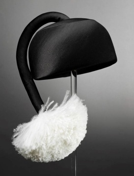 Halston hat with Tasseled Pom-Pom. 1967 (Rienzi Collection/MFAH/screenshot)