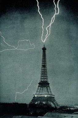 Lightning strikes Eiffel Tower, 1902. (USPD.NOAA.gov. image/Commons.wikimedia.org)