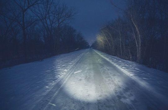Snowy roadway at night.Minnesota (Tony Webster/Commons.wikimedia.org)